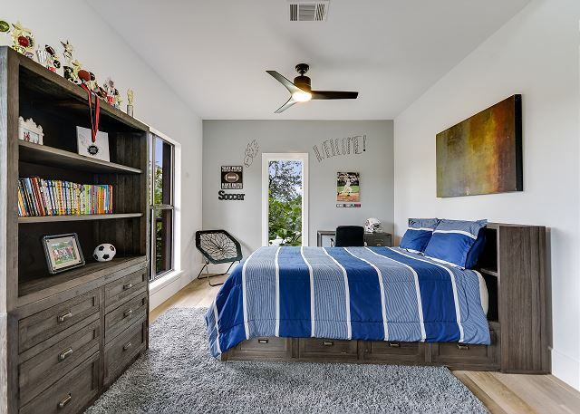 Cozy queen bedroom to relax during your stay