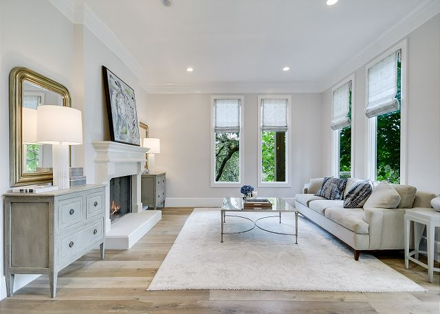 Relax and unwind in this delightfully furnished living room