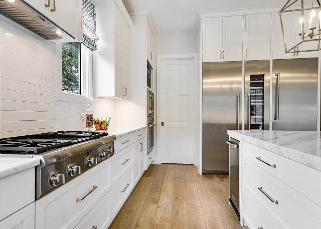 Top appliances are all throughout this beautiful kitchen