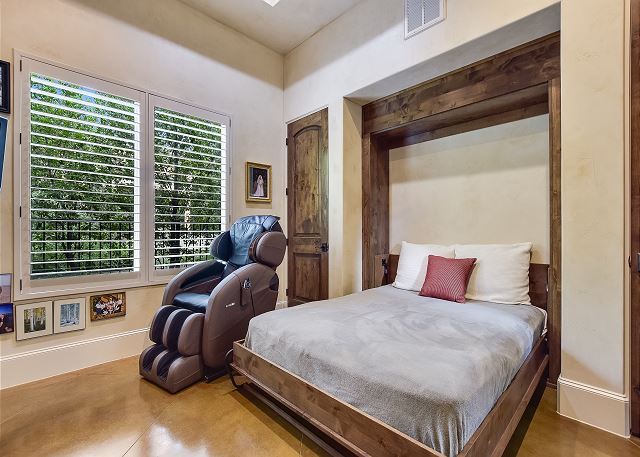 Murphy bed in the office that can sleep two people