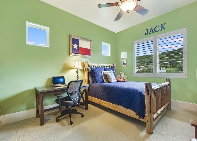 2nd bedroom that has the ability to sleep additional people with a Front Gate Twin