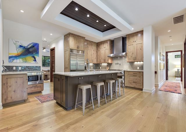 Full view of this remarkable kitchen.