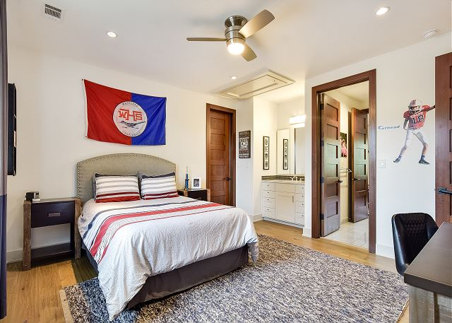 Another great room with a queen bed.