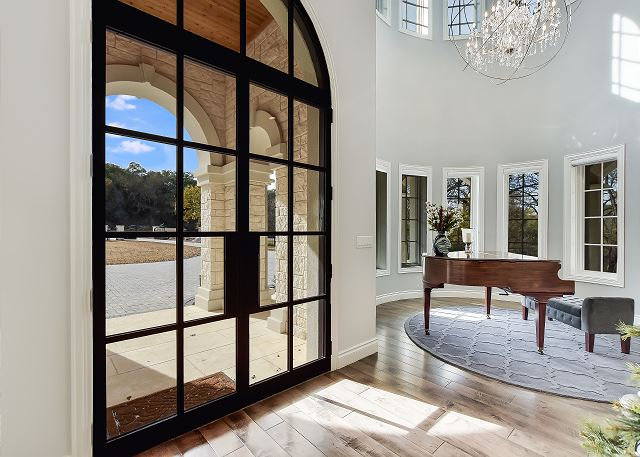 Entry/Piano Room
