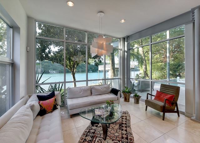 Enjoy a cup of coffee in this cozy sitting area with beautiful lake views