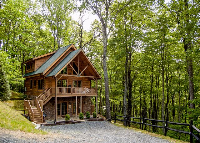 Welcome to Rock n Rhapsody. Privately tucked in the woods yet only minutes to downtown West Jefferson.