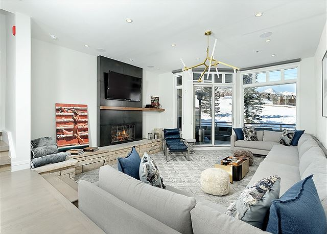 Snowmass Ski-In/Ski-Out Deerbrook Townhome