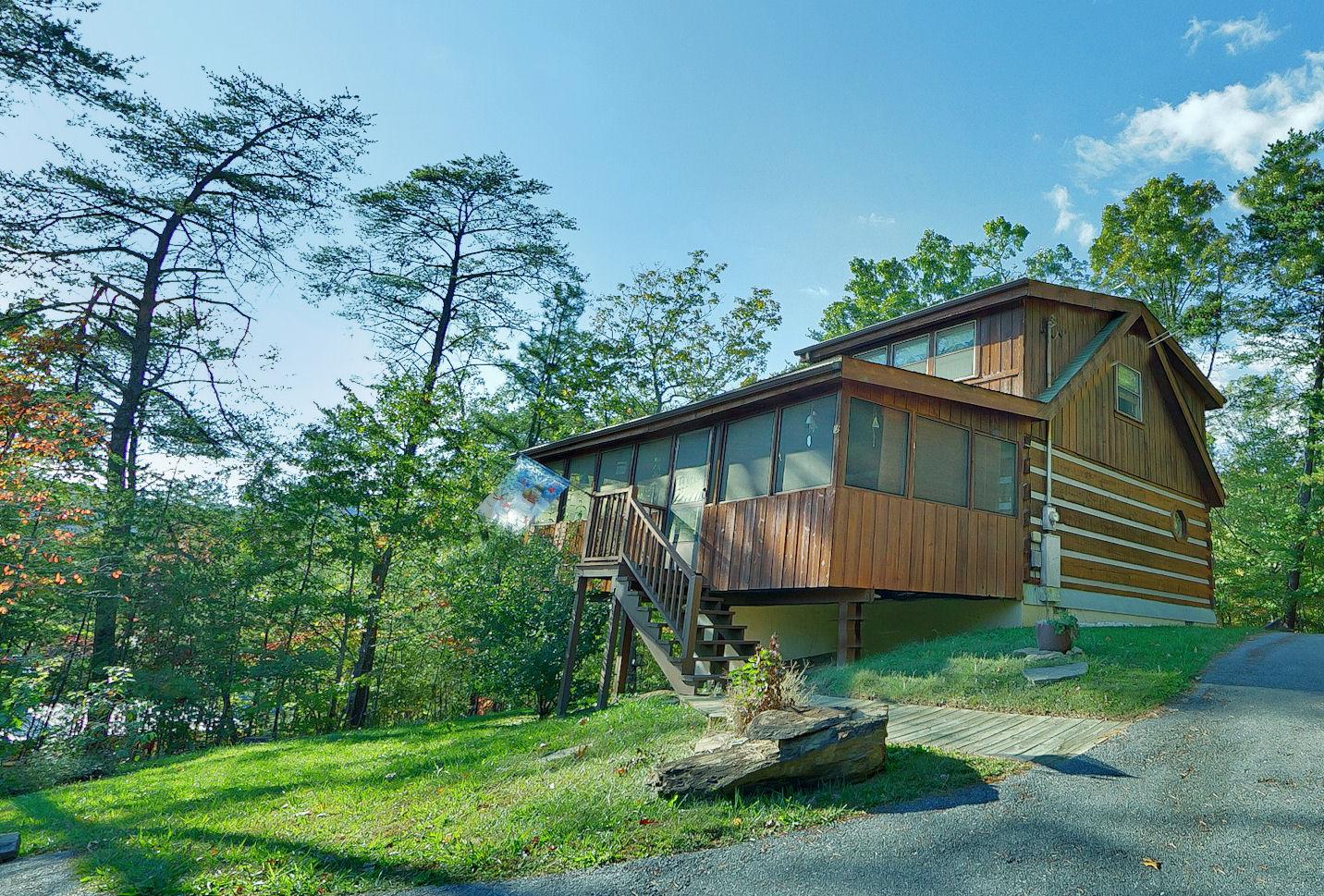 Sevierville cabin rental at wild turkey 122 1 bedroom for Cabin rental companies in gatlinburg tn
