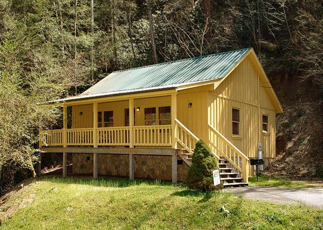 Creekside tranquility 1 bed 1 bath cabin acorn cabin for Creekside cabins in pigeon forge tn