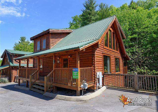 rental a located gatlinburg inn patriot cabin rentals at cabins bedroom in