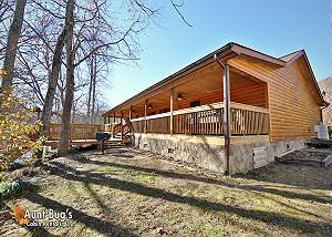 Smoky Mountain 2 Bedroom River Cabin with Hot Tub, Pool Table and WiFi