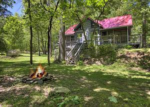 LIVING WATERS #376 Smoky Mountain Creekside Cabin Rental with Hot Tub and Pool Table