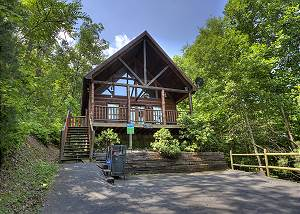 A Secluded Bearadise #247 2 Bedroom Pigeon Forge Resort Cabin with Hot Tub, Pool Table and Arcade