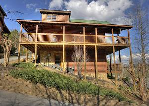 BLACKBERRY LODGE #402 Pigeon Forge Resort 4 Bedroom with Pool Table, Hot Tub, Pool Access Sleeps 10
