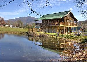 A FISHING HOLE #156 Beautiful, Private Log Cabin: Walk to the pool or 1/2 acre Fishing Pond!