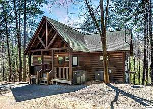 BEAR HAVEN #297 2 Bedroom Pet Friendly Cabin between Gatlinburg and Pigeon Forge with Hot Tub