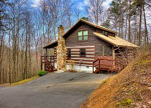 THE CLUBB HOUSE #331 Secluded 3 Bedroom Log Home Cabin with a Game Room in Gated Mountain Resort!