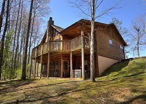 ALWAYS DELIGHTFUL #411 Game Room, Private Four Bedroom Cabin w/ yard, hot tub, & Big Screen TVs