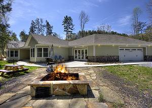 Running Bear #3375 A Secluded 3 Bedroom Cabin Above Stream with Fire Pit, Arcade Game, & More!