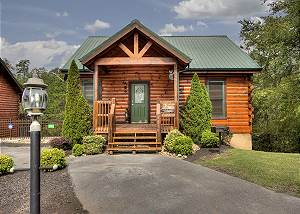 SERENITY NOW #370 Fantastic 3 bedroom cabin just minutes from the Parkway in Pigeon Forge!