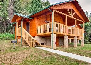RIVER ROMANCE #2328 Celebrate Honeymoon or Anniversary at this NEW beautiful, river view cabin!