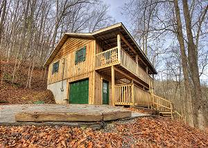 A Finders Keepers #335 2 Bedroom Cabin with Home Theater, Hot Tub, Pool Table near Gatlinburg