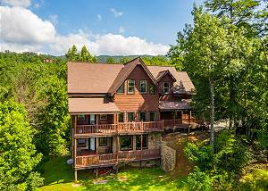 A Grand View Lodge #540 HUGE LOG CABIN with Smoky Mountain views, hot tub, pool table and bunk beds!