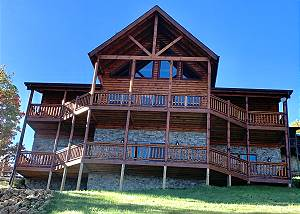 MAJESTIC VIEW LODGE #426 NEW Mountain View Cabin with Arcade Game Room,Wifi, Sauna, and Log King beds!
