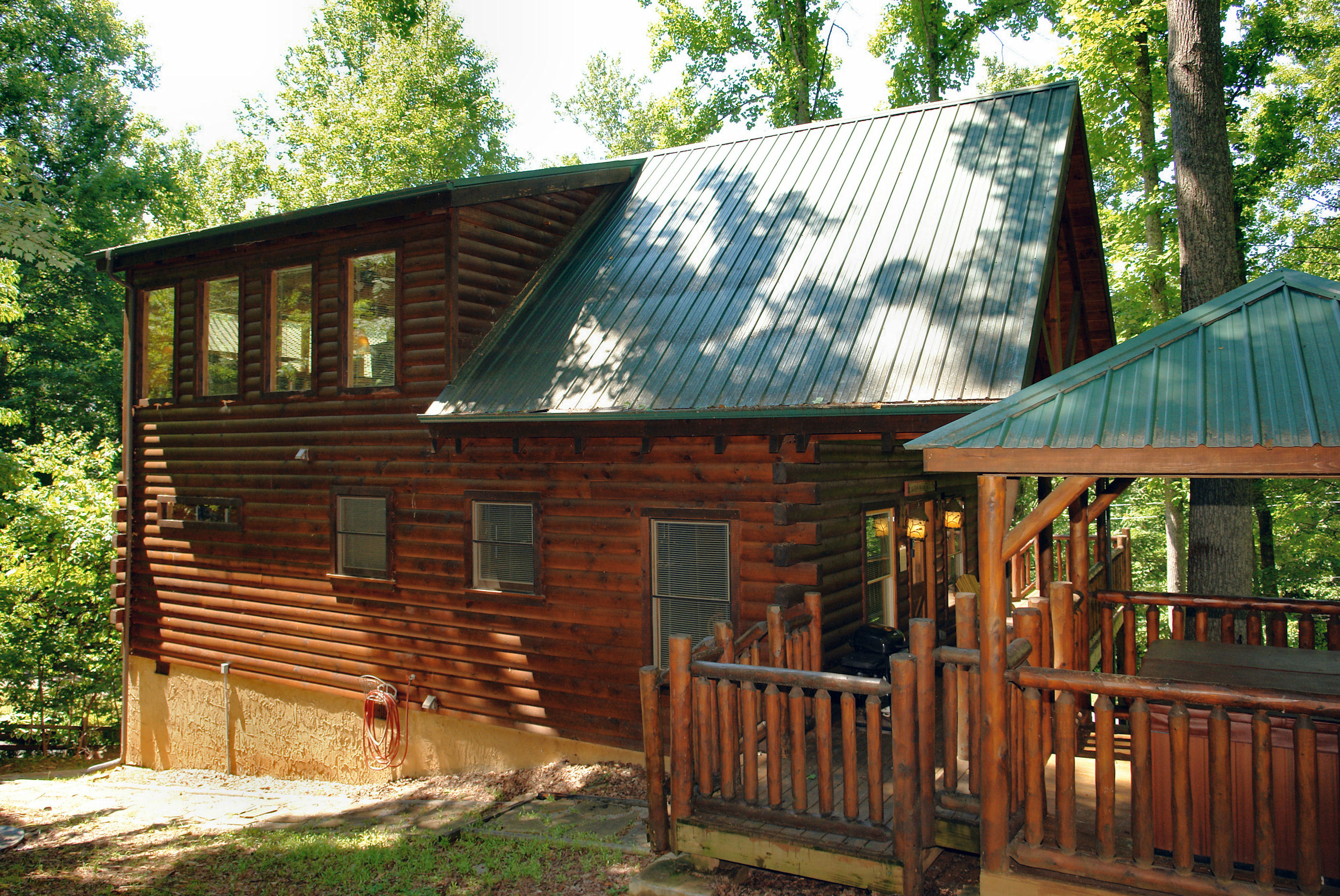 between rental and sevierville smoky crest gatlinburg secluded mountain pigeon falcon cabin bedroom log forge cabins