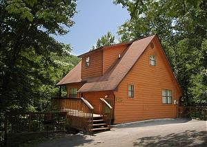 DEER RUN GETAWAY #1136 Cabin near downtown Gatlinburg in a wooded setting Deer Run Getaway 1136