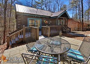 FIREFLY HOLLOW #165 Loaded two bedroom cabin 1 mile from Pigeon Forge Parkway & Dollywood