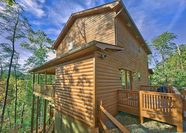 PRIVATE PARADISE #2810 3 Bedroom Smoky Mountain Cabin Rental With Theater  Room, Pool Table