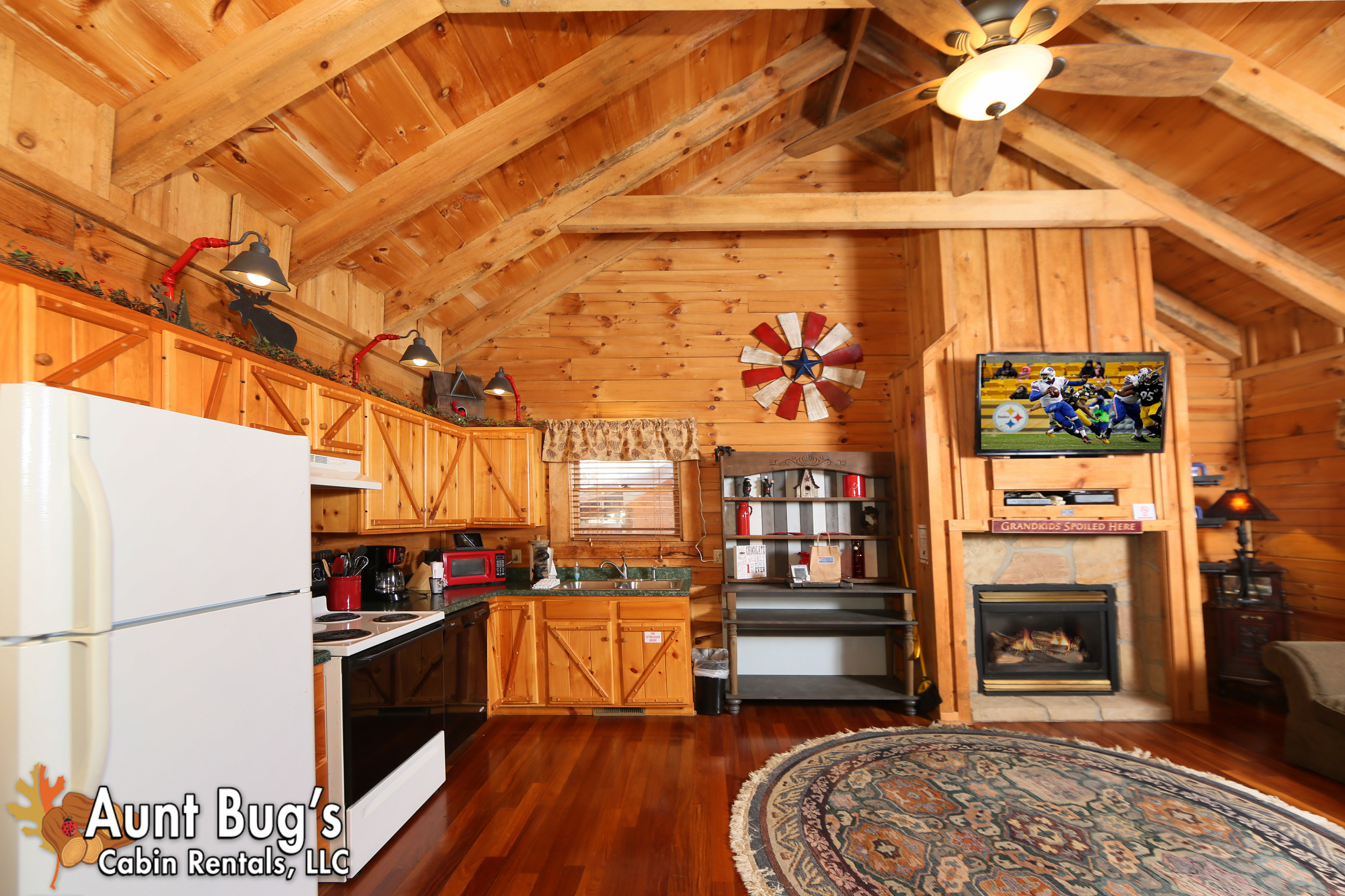 Pigeon forge cabin rental firefly hollow 165 2 bedroom for 2 bedroom cabin in pigeon forge