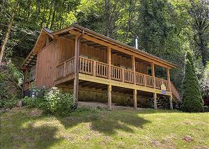 STREAM OF LOVE #374 1 Bedroom Streamside Cabin Rental Close to Pigeon Forge Parkway with Hot Tub