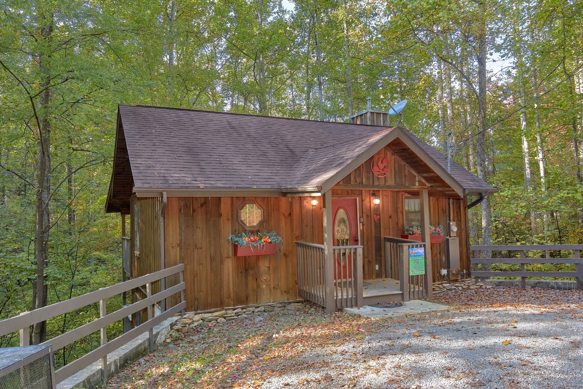 pigeon bedroom rental forge between tranquility sevierville gatlinburg in creekside cabin cabins and
