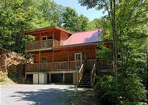 PINE COVE HIDEAWAY #1816 Cabin in between Gatlinburg and Pigeon Forge     PINE COVE HIDEAWAY #1816