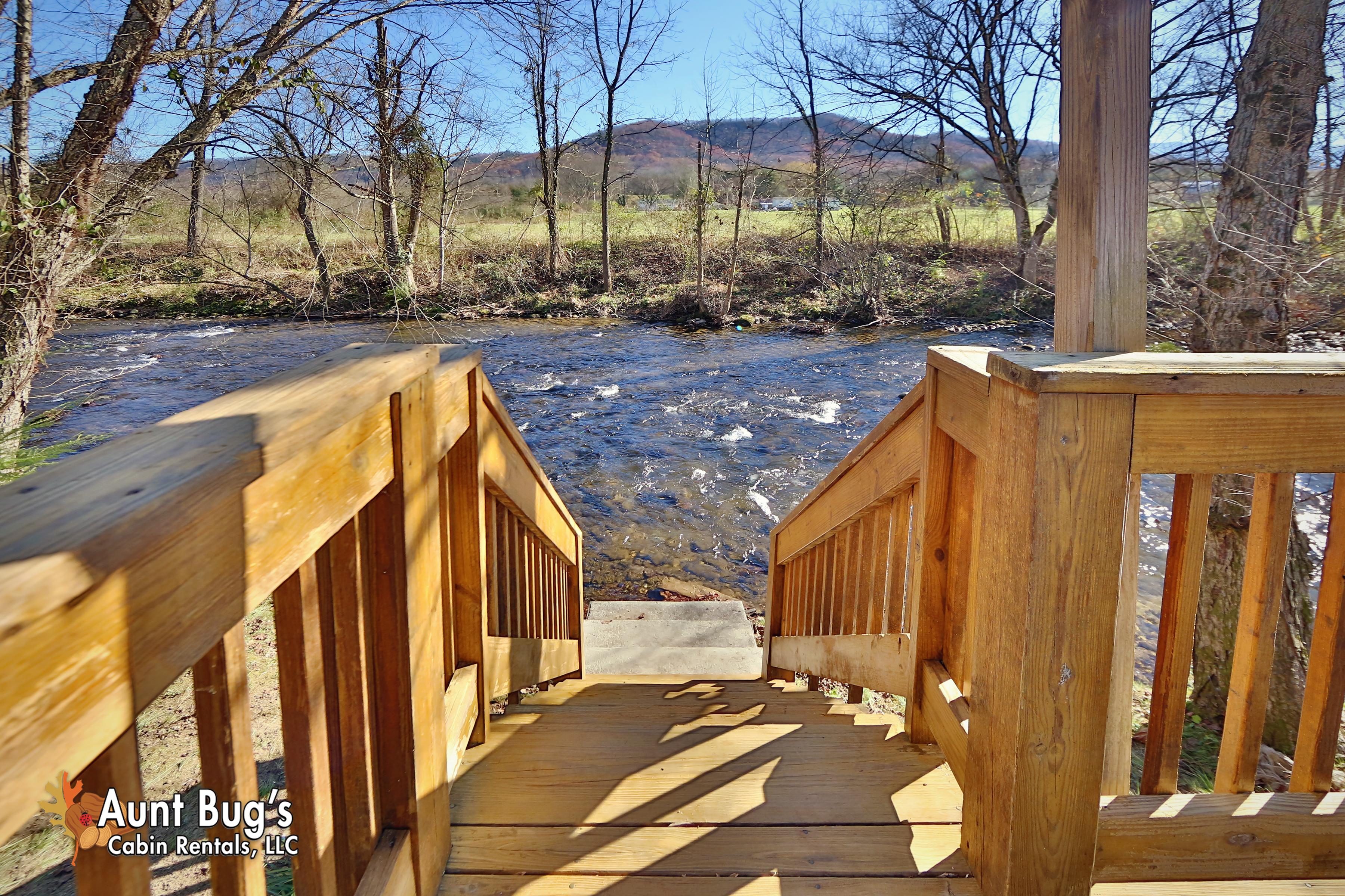 Cosby cabin rental heavenly creekside 276 2 bedroom for Heavenly cabin rentals