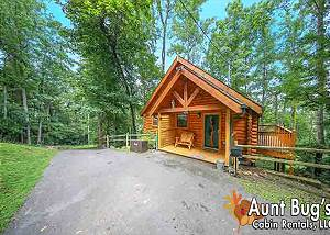 TRANQUILITY DEN - 210 Amazing 2 Bedroom Cabin with Jacuzzi & Hot Tub out Light 10 in Pigeon Forge