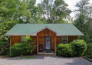RIVER SOUNDS #121 Secluded 1 Bedroom Birds Creek Cabin on the River with Hot Tub and Jacuzzi