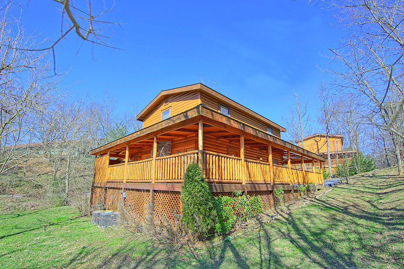Pigeon forge cabin rental gone swimmin 39 260 2 bedroom for Cabin rental companies in gatlinburg tn