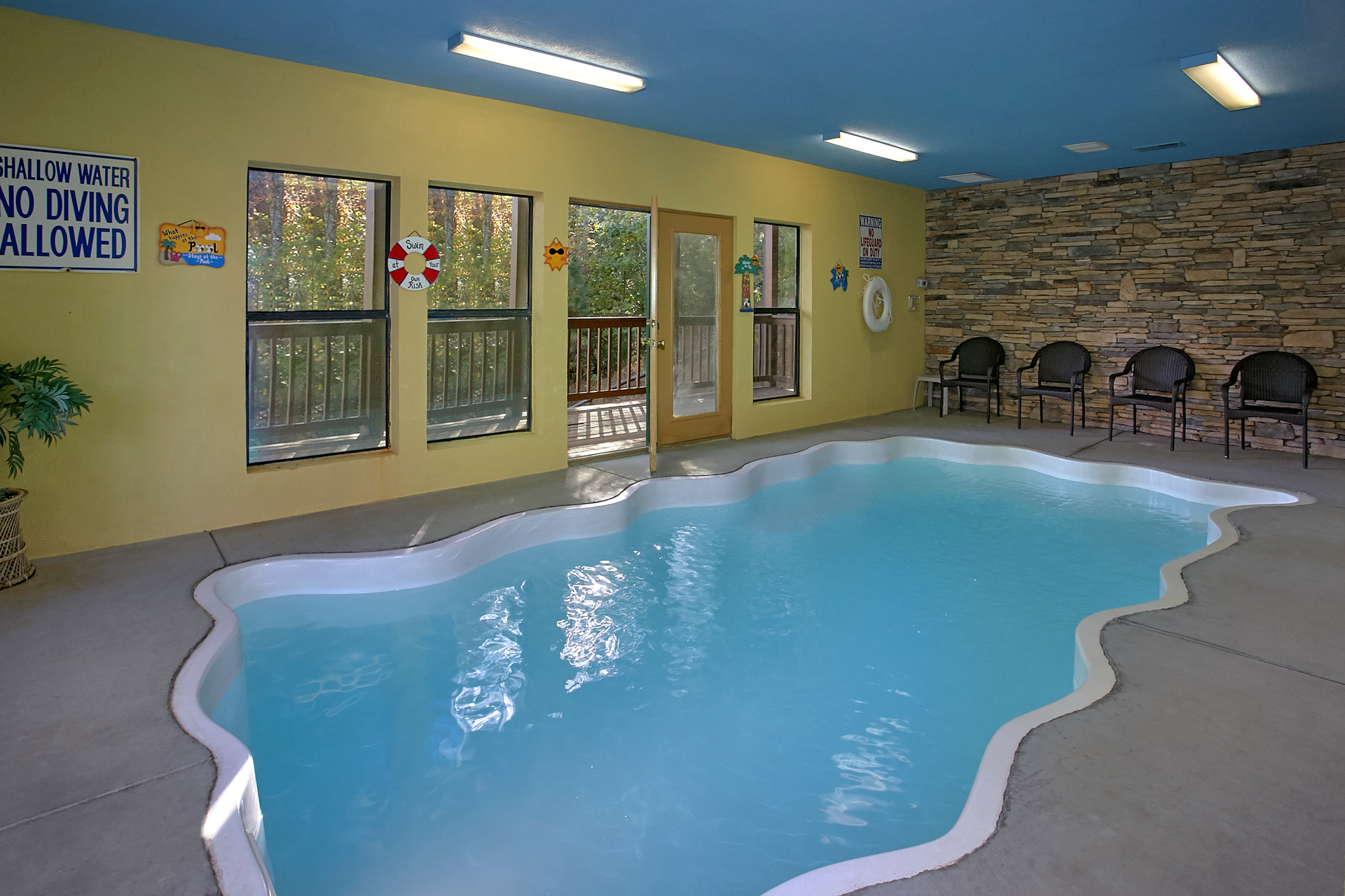 luxury with bedroom pool st vrbo steps cabin forge just pigeon to cabins indoor pools