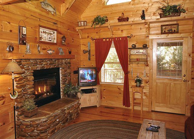 Romantic Hideaway 126 1 Bedroom Cabins Pigeon Forge