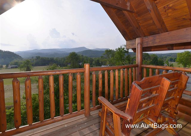 POOLSIDE RETREAT #221 2 Bedroom Luxury Cabin Amazing Mountain View, Wears  Valley Pigeon Forge