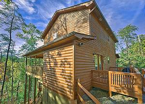 RED RIDING HOOD #2810 3 Bedroom Smoky Mountain Cabin Rental with Theater Room, Pool Table, Hot Tub