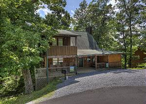 BEARY BLESSED #292 Wooded Log Cabin with Game Room, Entertainment, & Hot tub!
