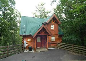 MOUNTAIN WHISPERS #217 Private 2 bedroom Cabin 5 miles from town Gatlinburg & Pigeon Forge TN