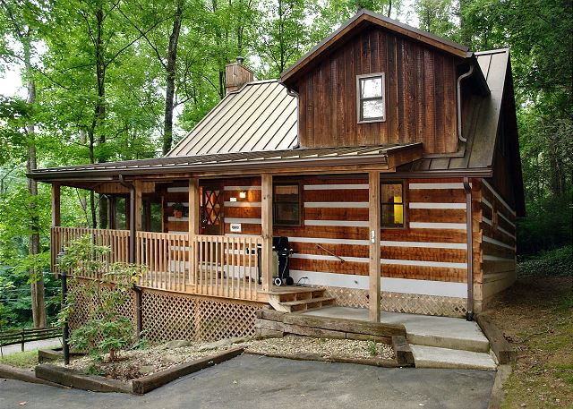 Gatlinburg cabin rental parkside party 1676 1 bedroom for 1 bedroom pet friendly cabins in gatlinburg tn