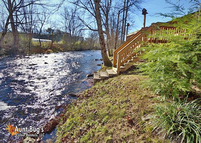 Heavenly creekside 276 2 bedroom cabins pigeon forge for Fishing in pigeon forge tn