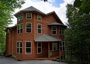 HAPPY DAYS - 419 Four Bedroom Gatlinburg Luxury Log Cabin with Game Room in Chalet Village