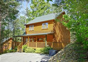 RUSTIC ELEGANCE #422 Gatlinburg 2 bedroom cabin updated with Arcade game and WIFI  access #422